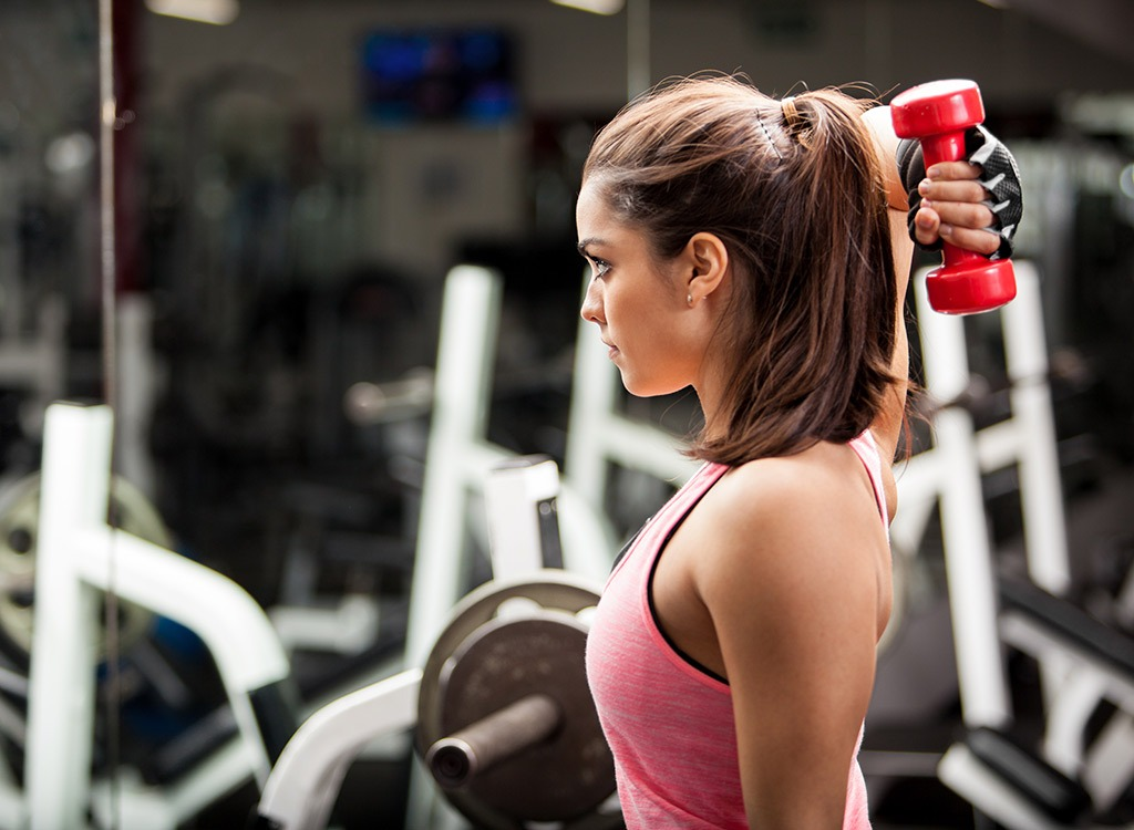 Woman weight lifting - best ways to speed up your metabolism