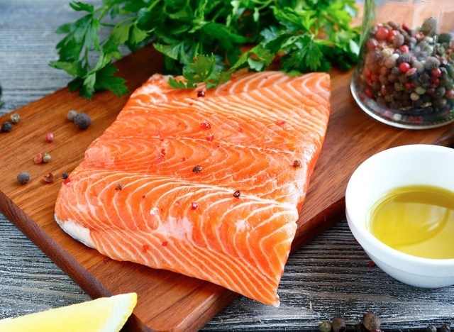 Piece of salmon - best ways to speed up your metabolism