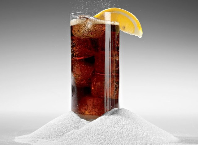 Sugary soda glass with lemon - best ways to speed up your metabolism