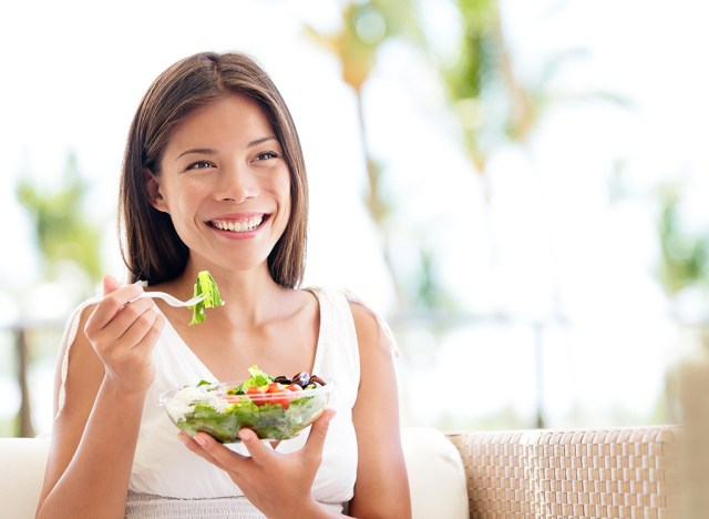 Woman eating salad - best ways to speed up your metabolism